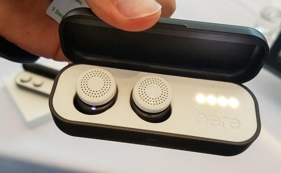 Here One bodo slušalke in nekakšen upravljavec zvokov iz okolice.