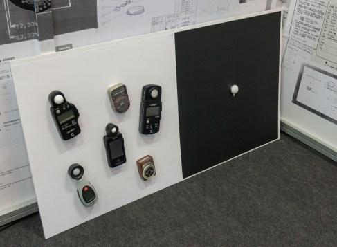 Ekipa Lumulabs je na Photokini poskušala prepričati obiskovalce, da lahko z eno napravico nadomesti vse tiste na levi.