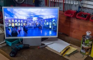 Ta TV je lahko tudi v delavnici. Mogoče za ogled navodil na youtubu.