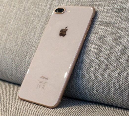 iPhone8PlusZadaj1