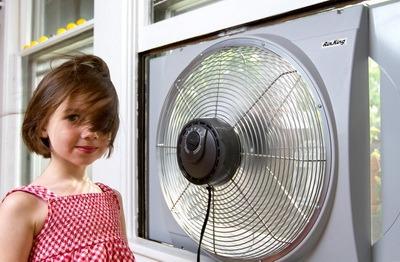 Bytovoi ventiliator okonnyi