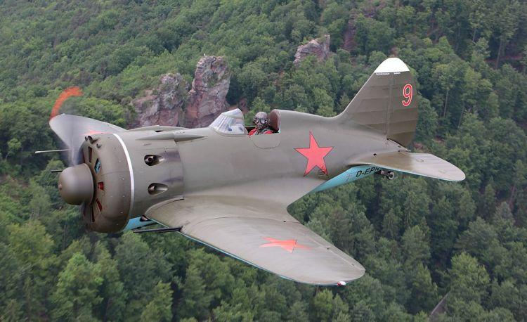 Военный самолет И-16