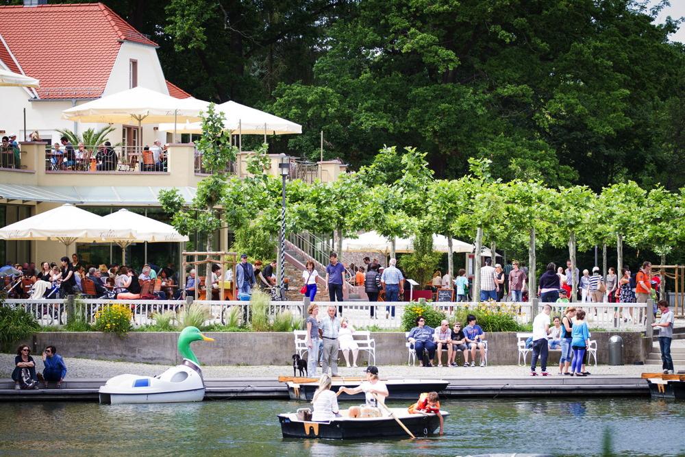Teichhaus im Frühling und Sommer