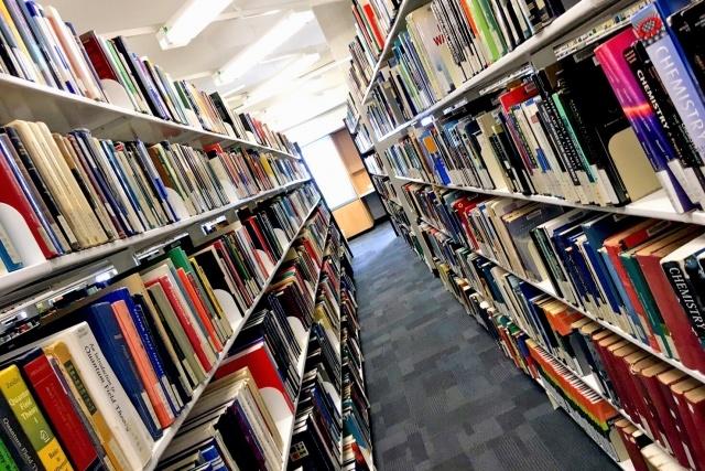 図書館は電験3種の勉強をする際に利用価値がある。