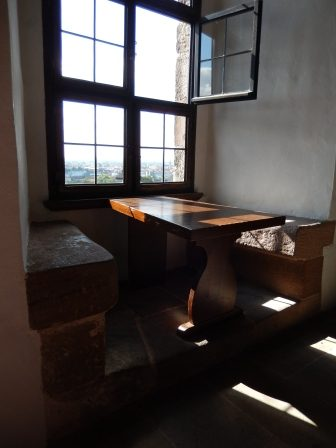 Fensterbank im Palas