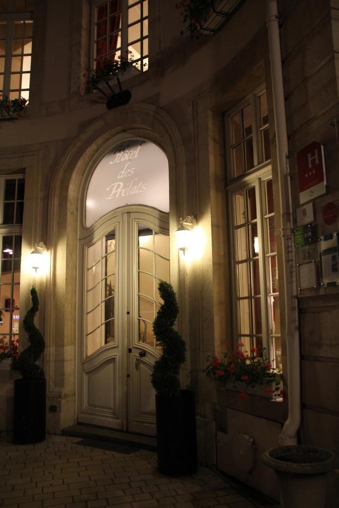 Nachts vorm Hotel