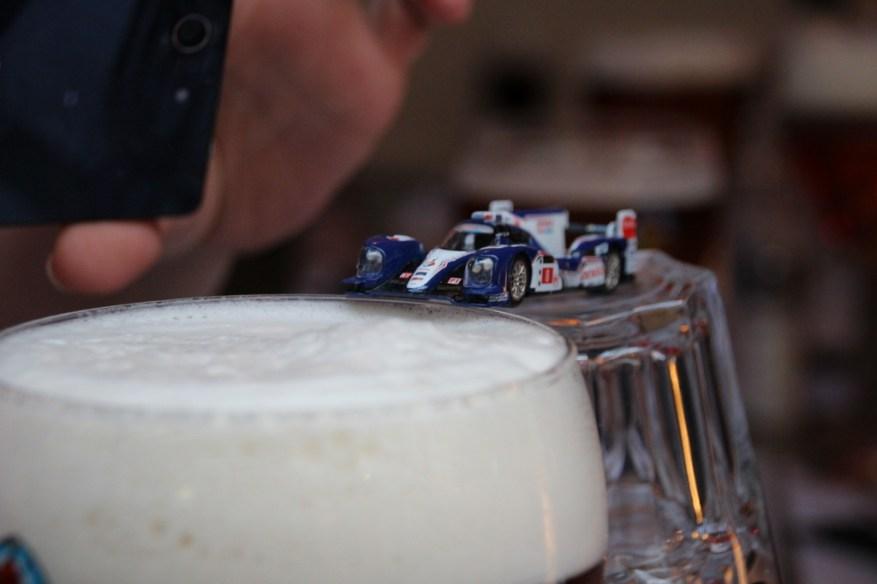 Ein LMP-Auto auf dem Weg nach Le Mans