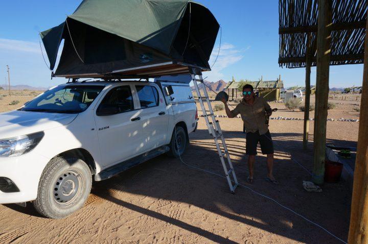 Camper Hacks: Leiter festgebunden gegen den starken Wind