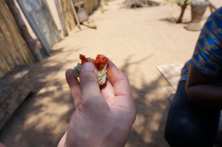 traditionelles Dorfessen Namibia
