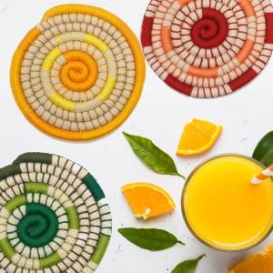 Posavasos coloridos hechos a mano