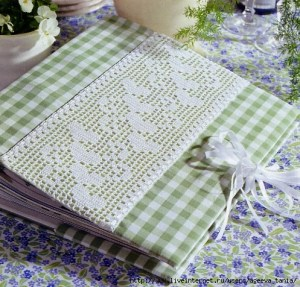 Orilla crochet corazones