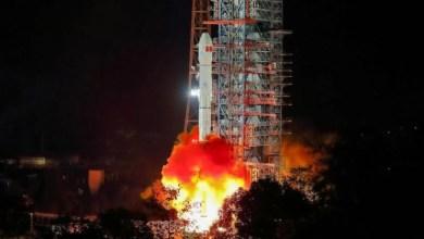 Photo of الصين تطلق أول مسبار للهبوط على الجانب المعتم من القمر