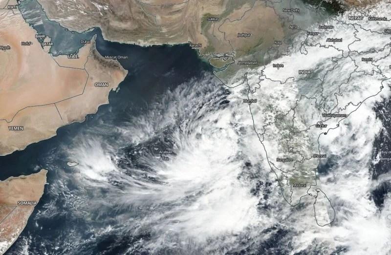 الأرصاد العمانية تصدر التقرير رقم 1 عن المنخفض المداري ببحر العرب - تقني نت عمانيات