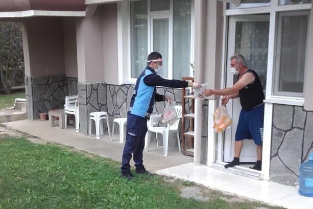 Zabıta ekipleri karantinadaki vatandaşların yardımına koşuyor