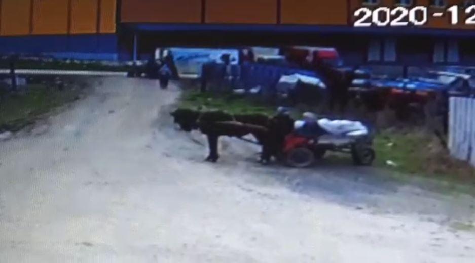 At arabasıyla 4 ton demirin çalındığı anlar kamerada