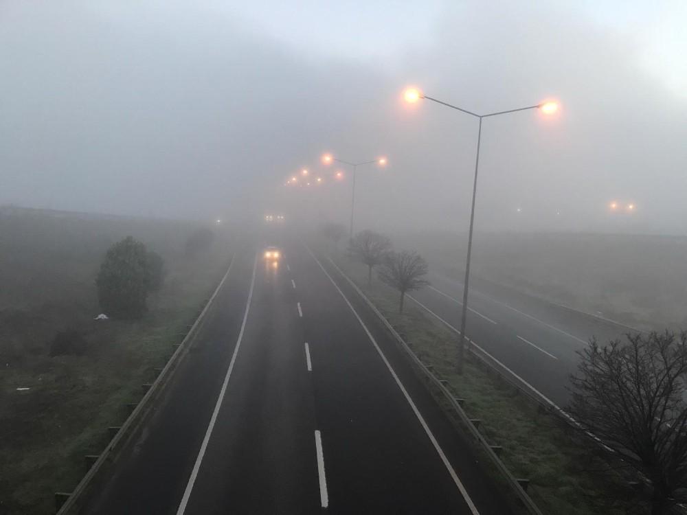 Tekirdağ'da yoğun sis: Göz gözü görmüyor
