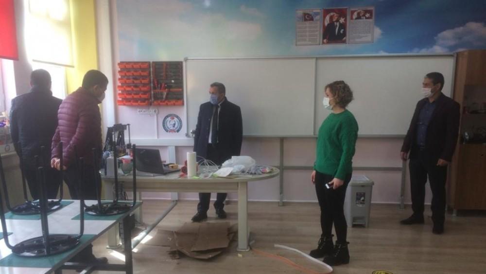 Müdür Erdoğan'dan yüz yüze eğitime başlayan okullarda inceleme