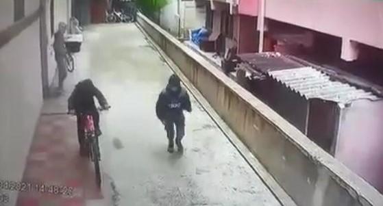Çocukların bisiklet hırsızlığı kamerada