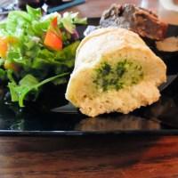 Luftige glutenfrie hvidløgsflûtes, perfekt til grillaftenerne hen over sommeren.