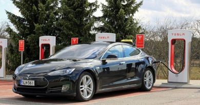 Tesla è in missione per inventare la batteria perfetta per auto