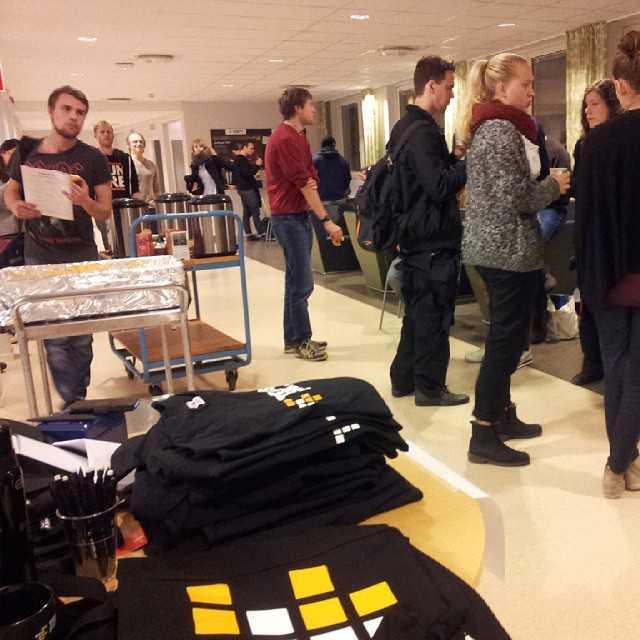 Musik, juldikt, lussekatter, kaffe och studenter. Allt som behövs för julfika i Na-korridoren!