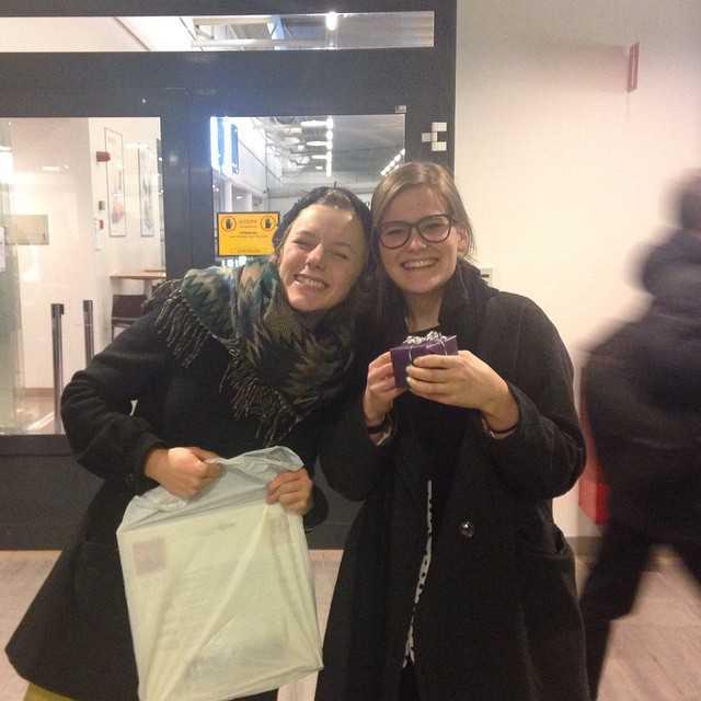 Lyckan när kursaren kommer tillbaka till Umeå efter en utbytestermin i Tyskland! Välkommen tillbaka Elin! #maddejublar