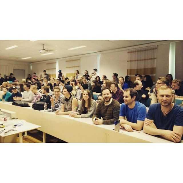 Igår höll Michael Bradly en intresseföreläsning om gravitationsvågor. Intresset för föreläsningen var helt klart större än salen var stor. #fysikfamiljen #tekniskfysik
