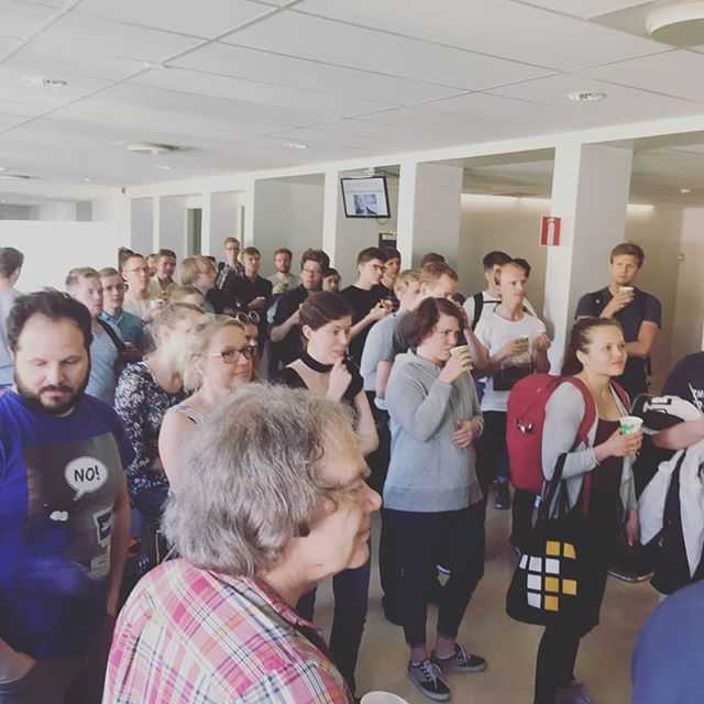 Igår tog vi ett sista farväl till NA-korridoren med ett gemensamt fika. Vi gratulerar Jens Zamanian som fick ta emot Teknisk Fysiks kvalitetspris. Glad sommar önskar ledningen på teknisk fysik! ☉