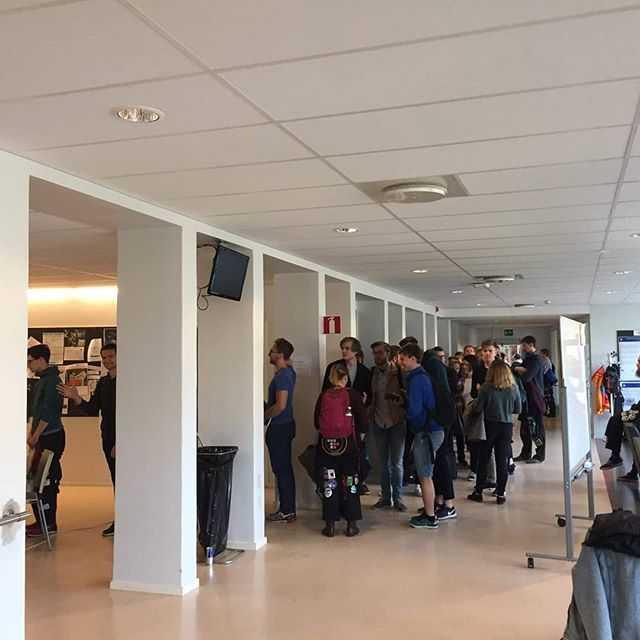 Idag fylldes NA korridoren med glada studenter som skulle anmäla sig till banketten på Teknisk Fysiks 30-års jubileum!