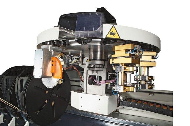 18 позиционный задний инструментальный магазин Morbidelli P800, производство SCM (Италия)