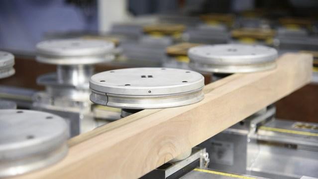 Обрабатывающий центр с ЧПУ Morbidelli M 400, производство SCM Италия, зажимы