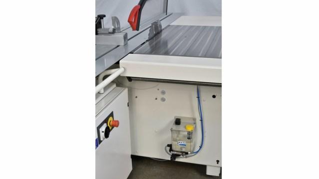 Микросмазка пильного диска в форматно-раскроечном станке Class SI 400, производство SCM Италия