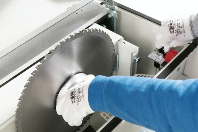 Быстрая блокировка/разблокировка пильного диска углового раскроечного центра Gabbiani A3, производство SCM Италия
