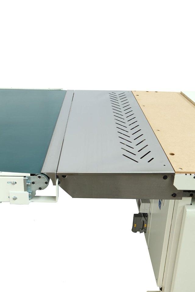 Система сбора стружки между рабочим столом и ленточным транспортёром выгрузки Morbidelli N100, производство SCM (Италия)