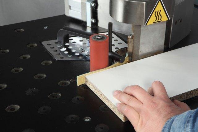 Устройство торцовки (гильотинного типа) для кромки в рулонах и дисковый держатель кромки Minimax E 10, производство SCM Group (Италия)