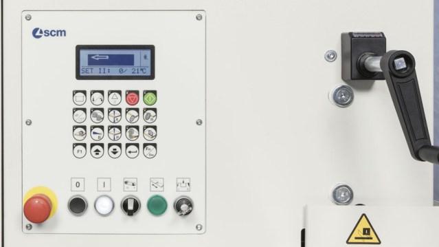 Пульт управления кромкооблицовочным станком Minimax ME 40 TR, производство SCM Италия