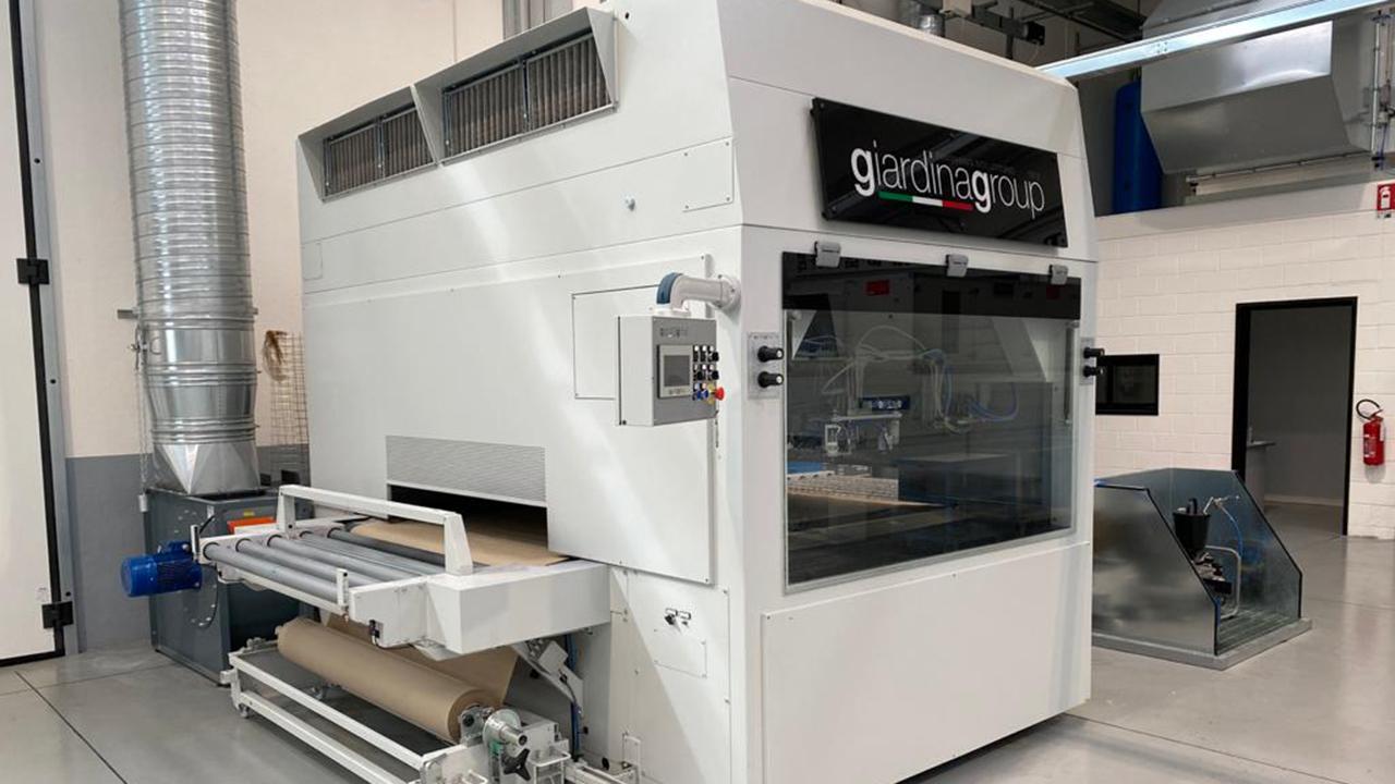 Автомат окраски распылением с бумажным транспортёром Dualtech-415 SBC производства Giardina Group Италия