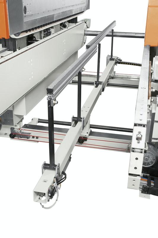 Центральный суппорт для гибких деталей станка Celaschi P 40