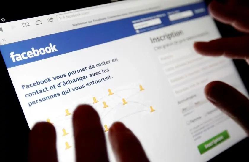 Namna ya kuzima Video zinazocheza zenyewe Facebook katika simu na Kompyuta