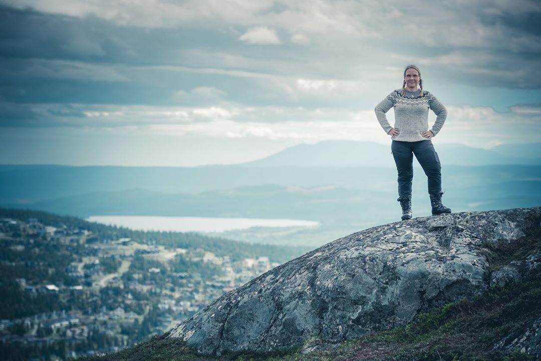 Med kvinnliga äventyrare på Totthummelns topp i Åre