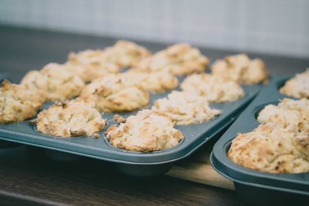 Baka scones i muffinsplåt