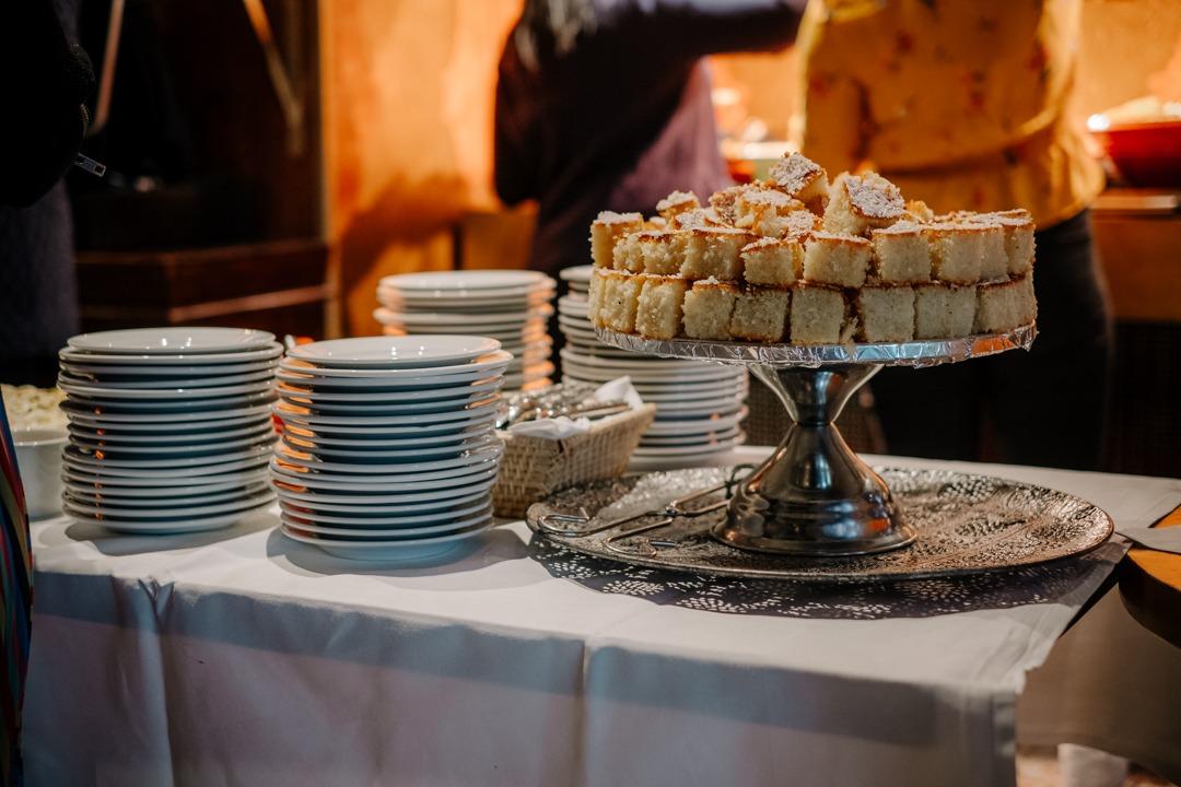 Äta lunch på Lebanon meze lounge vid Nybrokajen i Stockholm