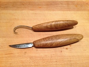 Hook knife and Sloyd knife from the Pinewood Forge.