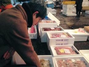 """ほぼ毎日""""姫路市中央卸売市場""""に通い、新鮮な魚介をオーナーシェフ自らの目利きで仕入れています"""