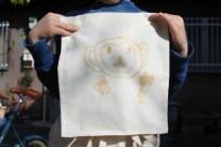 小学校一年生の男の子。その場でイラストを書いて… 完成!