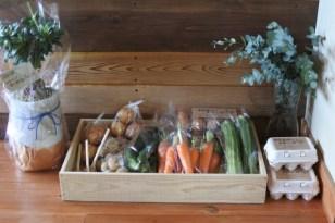 牛尾農場から届いた新鮮な野菜や卵(通常は毎週金曜日の予定です)