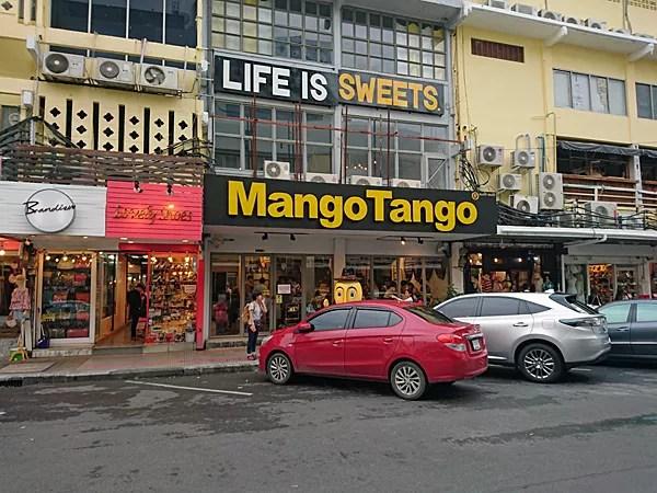 ※色々な店舗が建ち並ぶその中の一軒。