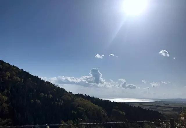 国道37号線から静狩漁港付近を見る