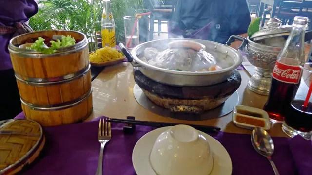 「バーベキュー・スキ&シーフード」でははじめてワニ肉を食べた。2114/05/04