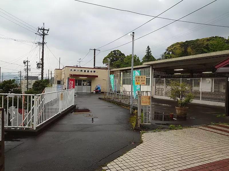 一度大井川鐵道金谷駅の外へ出ます。